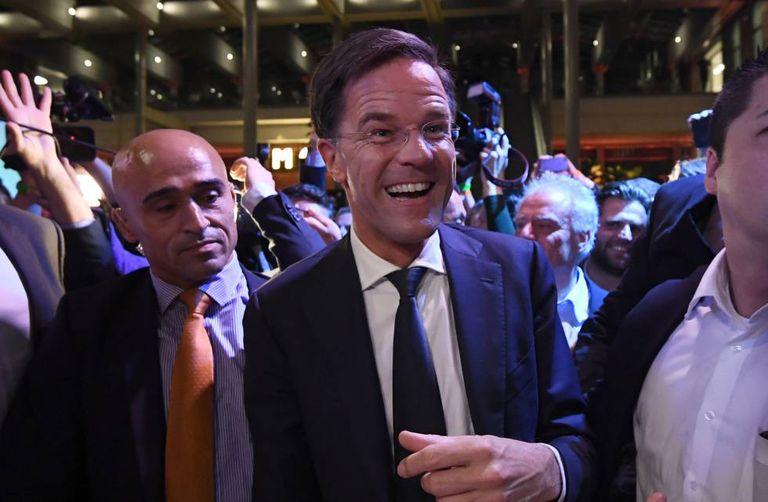 O primeiro-ministro Mark Rutte, ao chegar para fazer seu discurso de vitória, nesta quarta-feira.