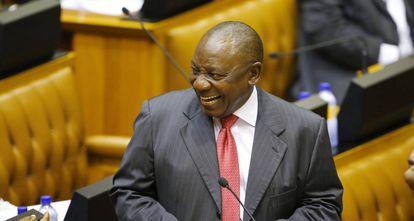 Cyril Ramaphosa toma posse.