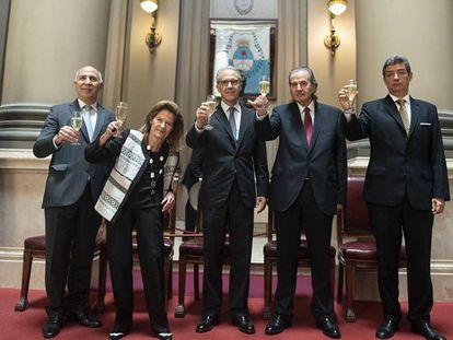 Os juízes da Corte Suprema da Argentina Ricardo Lorenzetti (à esquerda), Elena Highton de Nolasco (demissionária), Carlos Rosenkrantz, Juan Carlos Maqueda e Horacio Rosatti (recém-eleito presidente do tribunal).