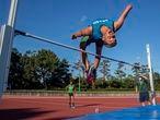 Paulo Guerra treina para o salto em altura paralímpico em Hamamatsu, no Japão.