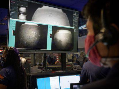 Monitoramento da aterrissagem da 'Perseverance' pelo centro de controle de Pasadena (Estados Unidos).