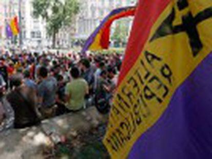 A polícia monitora uma concentração de 400 pessoas no centro da capital espanhola