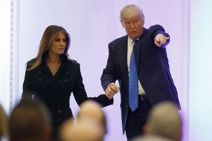 O presidente eleito em Washington, nesta quinta-feira, com sua esposa Melania Trump.