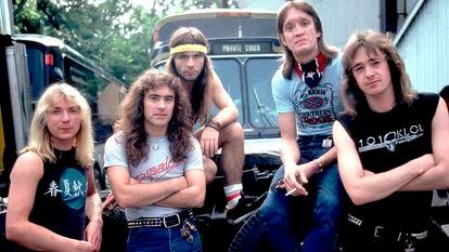 O Iron Maiden em 1983. Da esquerda para a direita: Dave Murray, Steve Harris, Bruce Dickinson, Nicko McBrain e Adrian Smith.