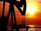 Parte de la maquinaria de una planta extractora de petróleo en el lago Maracaibo (Venezuela).