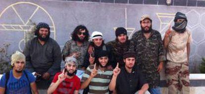Imad Jibar, no centro com camiseta listrada. De vermelho, 'Kokito' de Castillejos. Acima, primeiro à esquerda, Nordin Abderrayat.