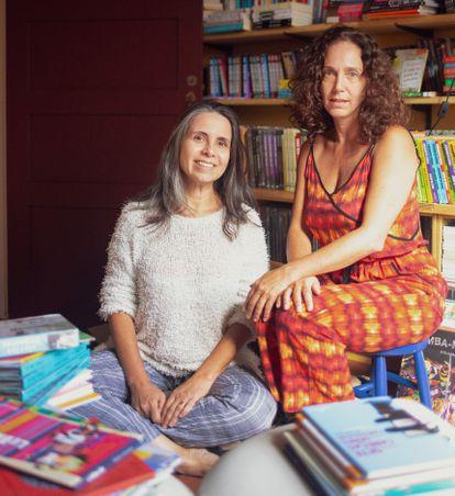 Roberta Paixão (à esquerda) e Daniela Amendola (à direita), donas da livraria Mandarina, em São Paulo.