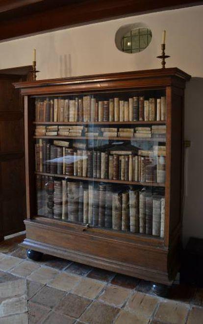 Reconstrução da estante de Espinoza em sua casa de Rijnsburg (Holanda).