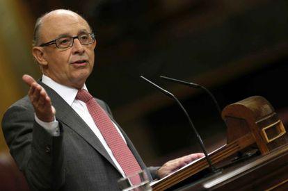 O ministro da Fazenda da Espanha, Cristóbal Montoro, durante seu discurso no plenário do Congresso dos Deputados.