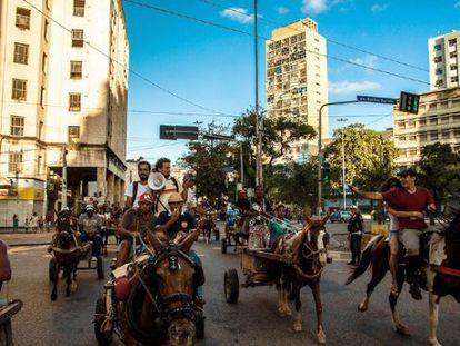 A corrida de carroça de Jonathas de Andrade. / Josivan Rodrigues.