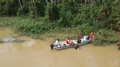 Junior Yanomami participa de busca à criança junto com o Corpo de Bombeiros.