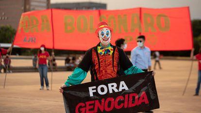 Manifestantes protestam contra Bolsonaro no aniversário do golpe de 1964 na quarta-feira, no Brasil.