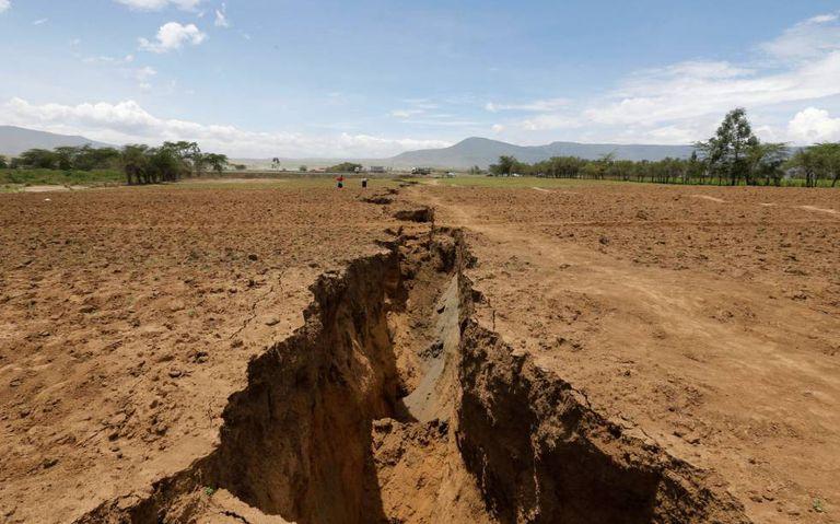 A abertura se estende por vários quilômetros no sul de Quênia.