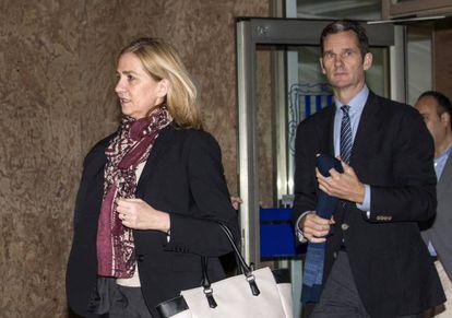A Infanta e seu marido saindo do tribunal na segunda.
