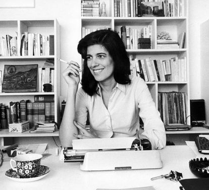 A escritora, pensadora e socióloga norte-americana Susan Sontag plasmou em seus ensaios e artigos uma série de ideias brilhantes e inovadoras sobre a arte, a sociedade e seus demônios. Sua inovadora concepção do gênero e dos papéis sociais de homens e mulheres, condensada nessa frase, resume a vida de uma das mulheres mais deslumbrantemente inteligentes do século XX, que enfrentou com coragem as críticas, a incompreensão e também a doença. Na imagem, a escritora norte-americana em 1972.