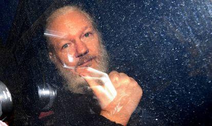O fundador do WikiLeaks, Julian Assange, depois de sua prisão em Londres.