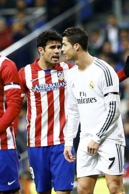 Diego Costa e Cristiano Ronaldo discutem durante o partido