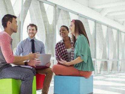 Empresas estão transformando estruturas para diluir hierarquia.
