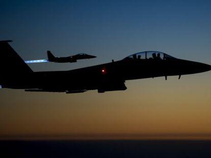 Caças dos EUA sobrevoam o Iraque depois de atacar a Síria.