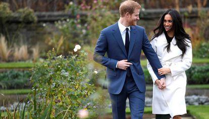 Harry da Inglaterra e Meghan Markle após anunciarem seu compromisso em 27 de novembro de 2017.