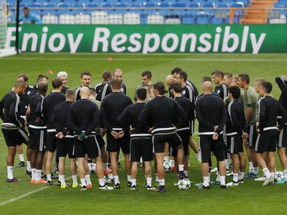 Atletas do Real em preparação para o jogo.