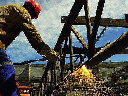 PIB surpreende, avança 0,4% no segundo trimestre e Brasil escapa da recessão técnica