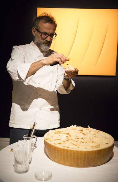Massimo Bottura, na sala de exposições da Sotheby's.