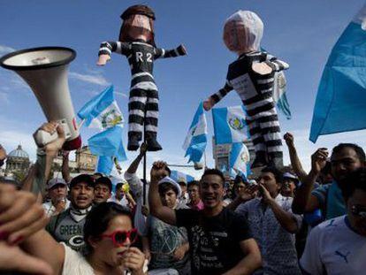 Guatemaltecos pedem nas ruas a renúncia do presidente Otto Pérez