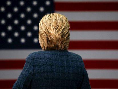 A candidata democrata Hillary Clinton em uma escola em Concord, no sábado.