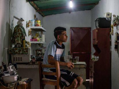 Jovem em Acevedo (Estado de Miranda), depois que uma suposta operação policial deteve seu irmão.