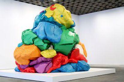 'Play Doh' (1994-2014), uma das obras de Koons na amostra.