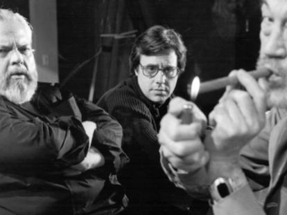 Orson Welles, Peter Bogdanovich e John Huston, durante a filmagem de 'The Other Side of the Wind'.