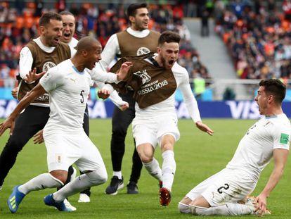 Gimenez marcou o gol da vitória na estreia uruguaia.