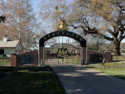 Uma das entradas de Neverland, em imagem de 2004.