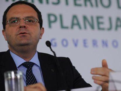 Ministro do Planejamento, Nelson Barbosa, comenta cortes no orçamento.