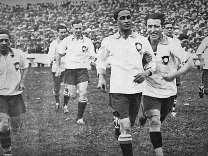 Friedenreich (ao centro) foi o artilheiro do primeiro título continental do Brasil.