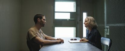 O ator Tahar Rahim (Slahi) e Jodie Foster (Hollander), em 'The Mauritanian'