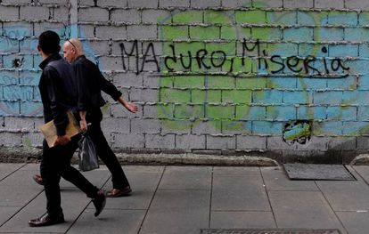 """Pichação em que se lê """"Maduro, Miséria"""""""