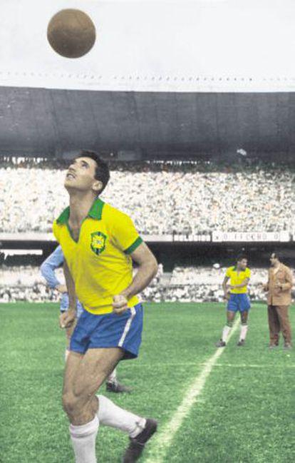 O jogador brasileiro bicampeão mundial de futebol Nilton Santos.