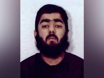 Imagem de Usman Khan divulgada pela Polícia de West Midlands em fevereiro de 2012.