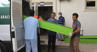 Caixões com os cadáveres dos refugiados sírios.