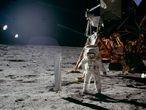 El astronauta Buzz Aldrin pisa La Luna, junto al módulo lunar en la misión Apolo 11