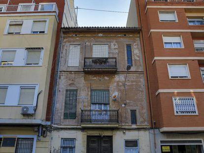 Número 141 da rua José Benlliure, em Valência, onde foi achado o cadáver mumificado de María Amparo Plaza.