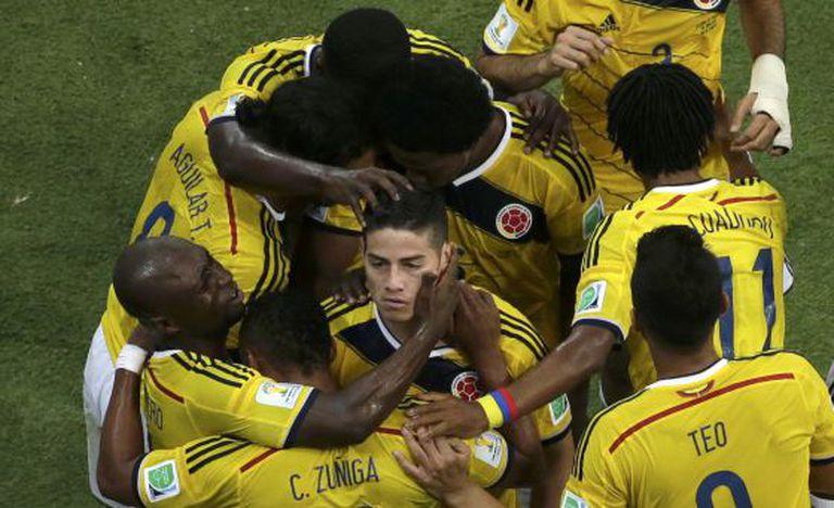 James Rodríguez comemora um de seus gols.