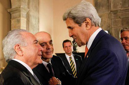 Temer, Serra e o secretário de Estado norte-americano, Kerry, no Rio de Janeiro.