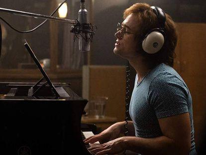 Taron Egerton interpreta a Elton John em 'Rocketman'. Em vídeo, traíler de 'Rocketman'.