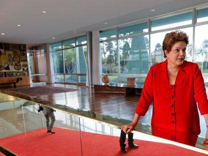 Dilma durante sabatina no interior do Palácio do Planalto.