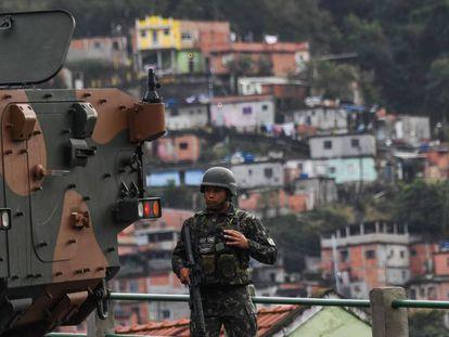 Operação das Forças Armadas em comunidade no Rio em agosto do ano passado.
