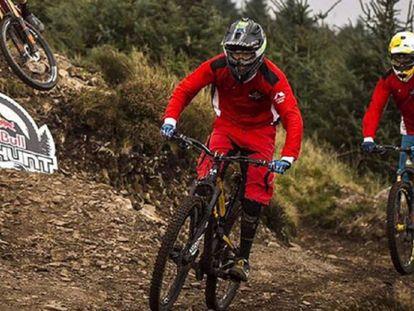 A descida de bicicleta que vai te fazer sentir frio na barriga