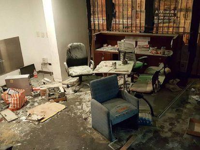Destroços em um dos escritórios do jornal 'Tiempo Argentino'.